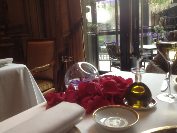 the dining room at Le Cinq